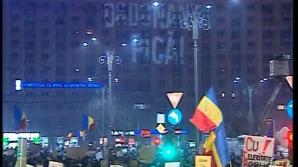 Ce a apărut, vineri seară, pe un bloc din Piaţa Victoriei, în timpul protestelor