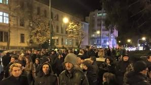 INCIDENT în timpul protestului din Brașov: Geamul prefecturii a fost spart de manifestanți
