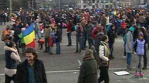 12.000 de oameni, în Piaţa Victoriei. Manifestanţii vor să facă lanţ uman în jurul Parlamentului