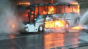 Un autocar care transporta 17 pasageri între Reşiţa şi Caransebeş a luat foc
