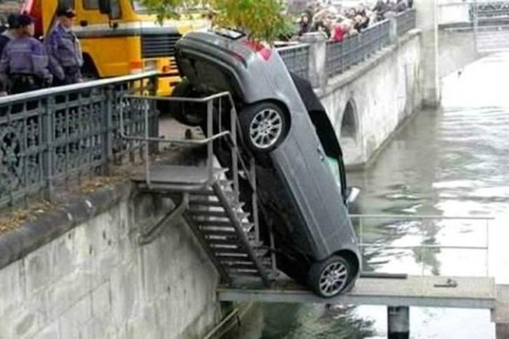 Cele mai CIUDATE accidente de maşină din lume. Par imagini false, dar sunt adevărate 100 la sută
