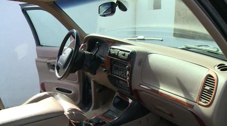 """Un Ford merge prin Bucureşti cu plăcuţe cu """"numărul"""" Steaua.ŞOC pentru toţi când au văzut şoferul"""