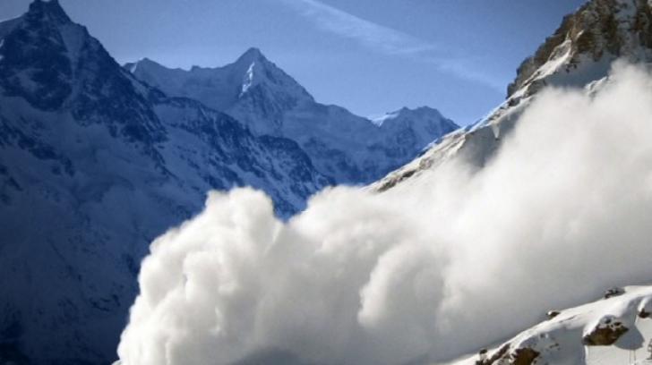 Avertismentul salvamontiştilor: Risc mare de avalanșe în munții Făgăraș și Bucegi