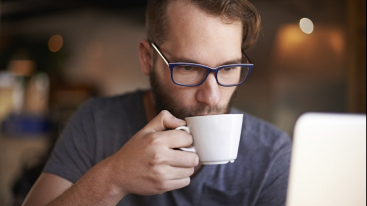 Nu mai bea cafea când ești obosit. Motivul e surprinzător