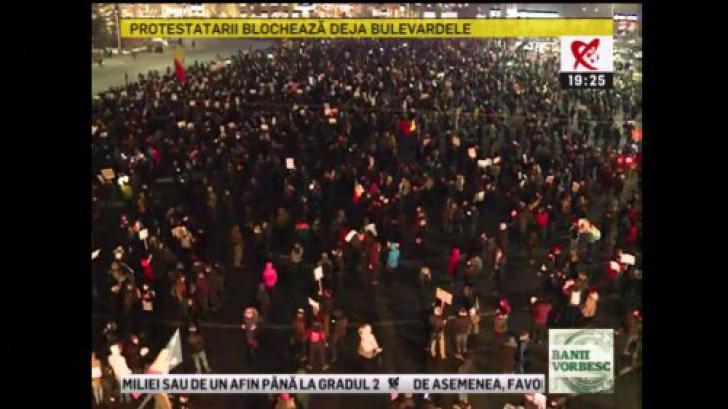 Cum a arătat, vineri seară, Piaţa Victoriei după plecarea celor 150.000 de oameni