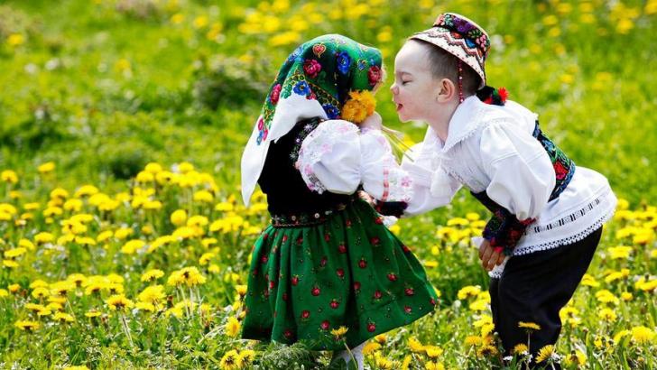 """Mesaje de Dragobete. Cel mai frumos mod în care poţi spune """"Te iubesc"""""""