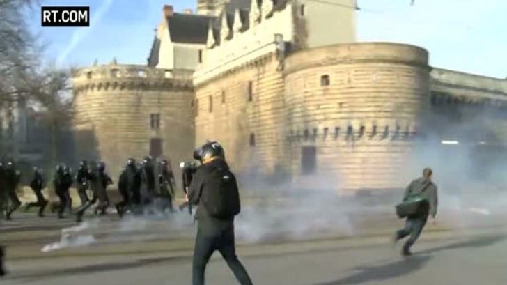 Violenţe în Franţa - susţinătorii lui Marine Le Pen, atacaţi