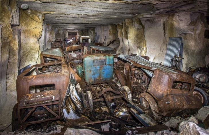 A găsit într-o peşteră maşini clasice, ascunse în Al II-lea Război Mondial. ŞOC! Ce era în ele