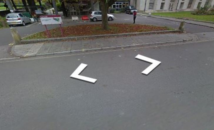 Și-a văzut prietena pe harta Google Street View, într-o ipostază bizară. Poza care l-a șocat