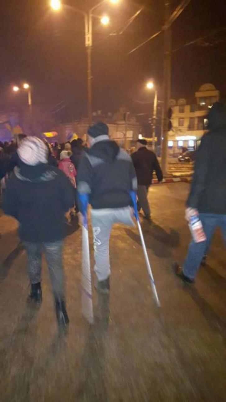 Cele mai IMPRESIONANTE fotografii de la protestele de joi seara din intreaga tara