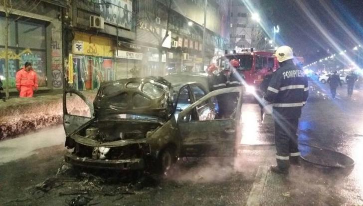 Scene şocante în Bucureşti! Un taxi a ars între Romană și Universitate