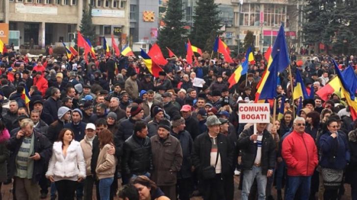 MITING pentru susţinerea lui Grindeanu. Peste 5.000 de oameni, în stradă