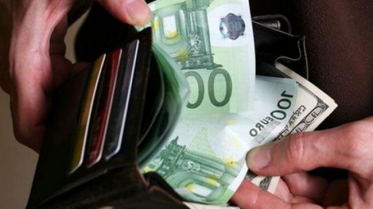 Un bucureştean a găsit un portofel la mall. S-a uitat în el şi a fost ULUIT!Al cui era.A primit 400$