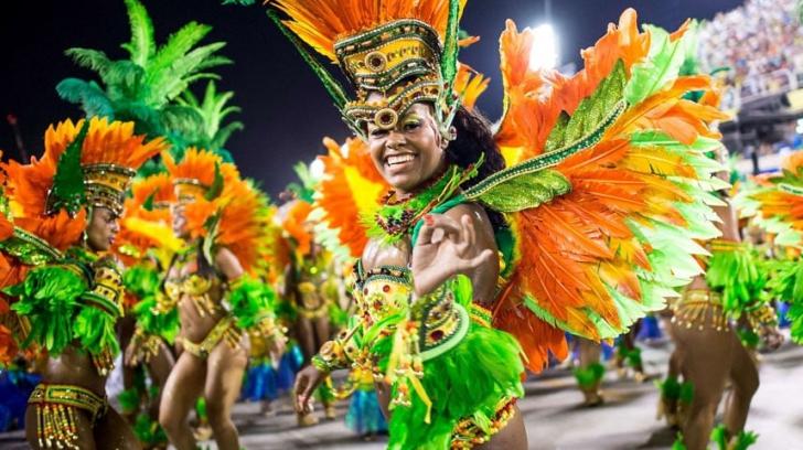 Ghinion la început de carnaval! Ce au pățit dansatoarele de la Rio în plin show