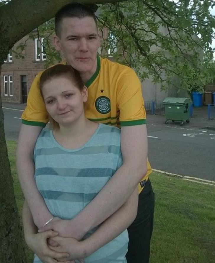 A rămas însărcinată la 11 ani, după ce fratele ei a violat-o. Ce s-a întâmplat cu tânăra mamă