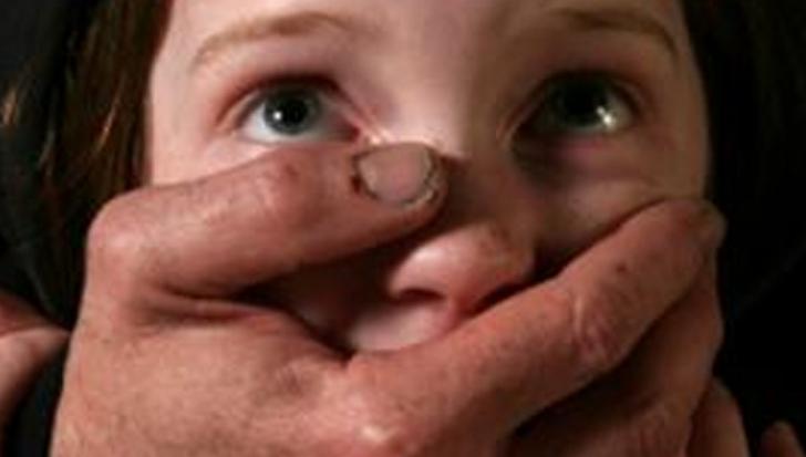 ŞOCANT! Un copil de 7 ani a fost răpit şi mâncat de viu de un dependent de droguri