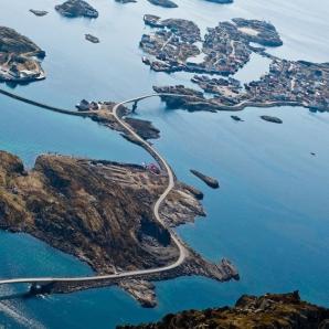 Cele mai frumoase autostrăzi din lume, poziţionate pe coastă. Un drum pe ele este de neuitat