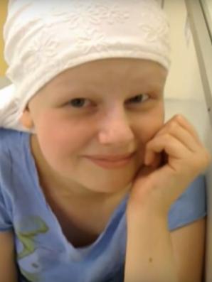 Mama a pierdut colierul fiicei, după ce a murit. Câteva zile mai târziu, l-a văzut la un alt părinte