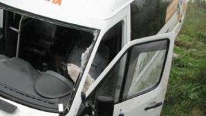 Sibiu: Un microbuz cu șase persoane, răsturnat pe DN14