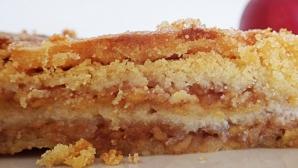 Prăjitură de post cu mere şi griş.