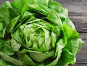 De ce salata verde ne face mult mai mult rău decât carnea?