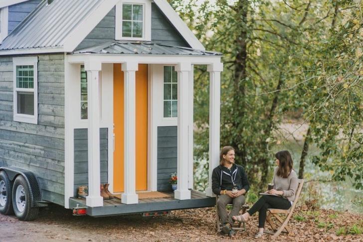 Cu banii de la nuntă, şi-au cumpărat cea mai luxoasă casă pe roţi. Este prima garsonieră mobilă