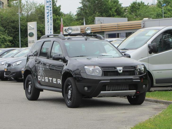 """Cum arată Dacia Duster cu suspensia joasă şi jante uriaşe. Tuning """"nebun"""" pentru modelul românesc"""