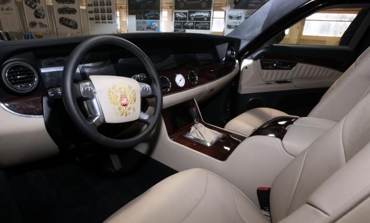 """Cum arată maşina INCREDIBILĂ a lui Putin. Se numeşte """"Cortegiu"""" şi are un motor creat de Porsche"""