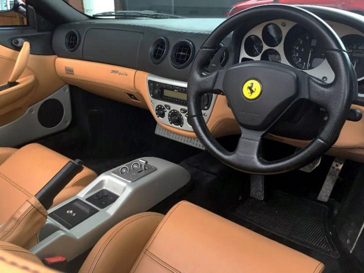 Ferrari, scos la licitaţie pentru 100.000€. Când au văzut cui i-a aparţinut, clienţii s-au îmbulzit