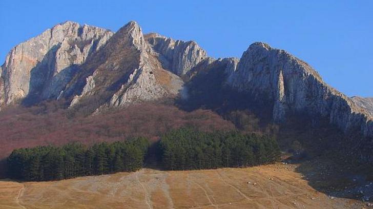 Un alpinist maghiar a murit după ce a căzut de pe o stâncă, de la 40 m, în Cheile Vălişoarei