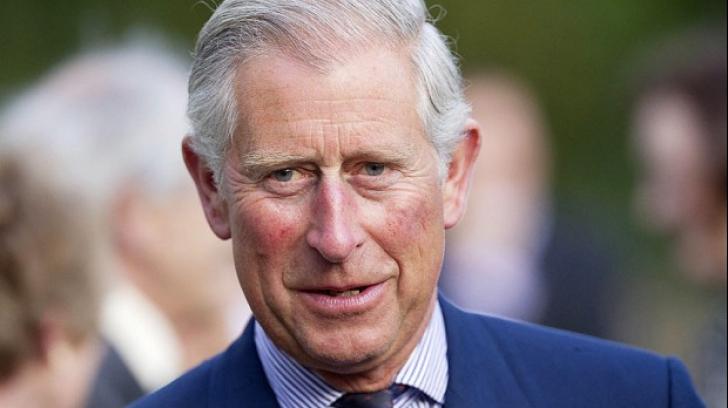 Prinţul Charles a intrat în horă la Muzeul Satului, înainte de vizita la Guvern