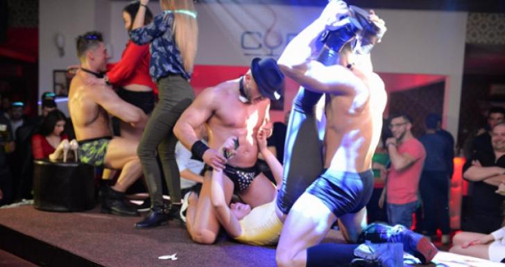 Show erotic într-un club din Vaslui, susţinut în faţa minorilor. Anchetatorii au deschis dosar penal