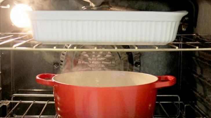 Cum să cureţi cuptorul aragazului fără prea mari bătăi de cap. Va arăta ca nou!
