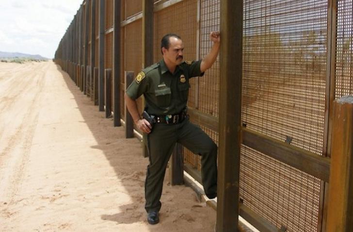 SUA lansează licitaţia pentru gardul cu Mexic: Să fie înalt, greu de străpuns şi de căţărat pe el