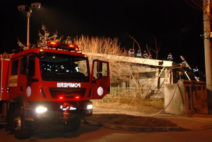 INCENDIU DEVASTATOR la sala de sport a unei şcoli din Brăila / Foto: obiectivbr.ro