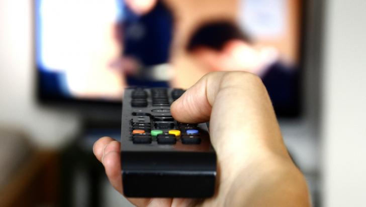 Greşeală colosală! O televiziune religioasă islamistă a difuzat un film pentru adulți