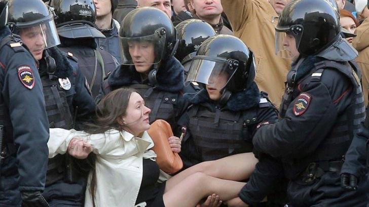 Mișcarea #Rezist se alătură protestelor din faţa ambasadei Rusiei de la Bucureşti
