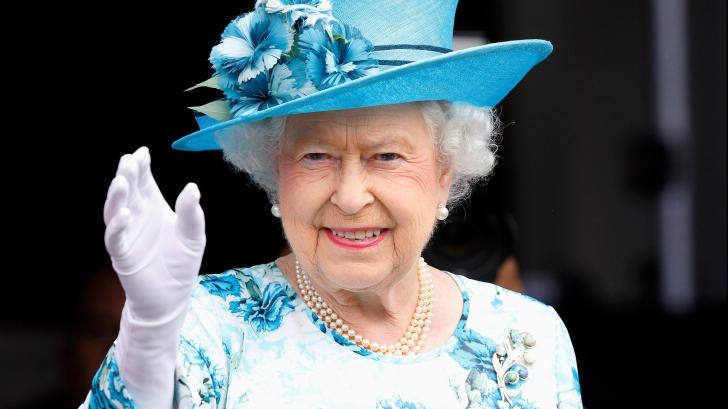 Ce are Regina Marii Britanii mereu în poșetă. Nimeni nu credea că este atât de pofticioasă