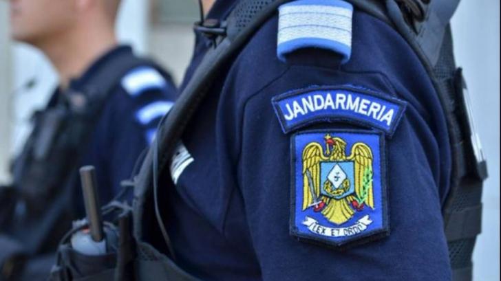 Proiect: puteri sporite pentru jandarmi. Ar putea face percheziții corporale și legitima cetățenii