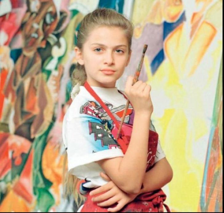 """Cum arată acum ,,micuța Picasso"""", fata  care la 11 ani vindea tablouri cu 100.000 de dolari"""