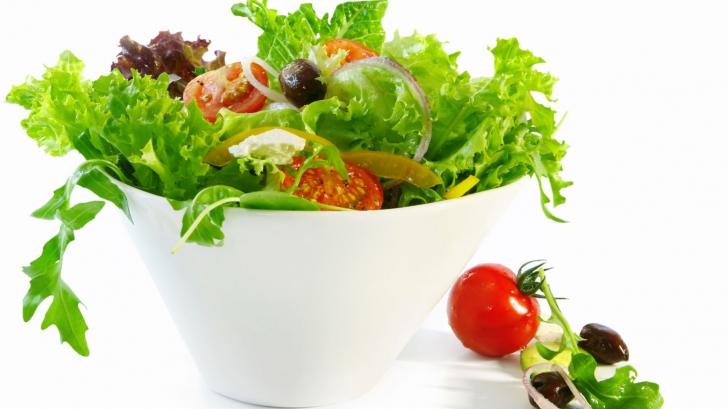 Dieta cu salată verde: slăbești fără să te înfometezi