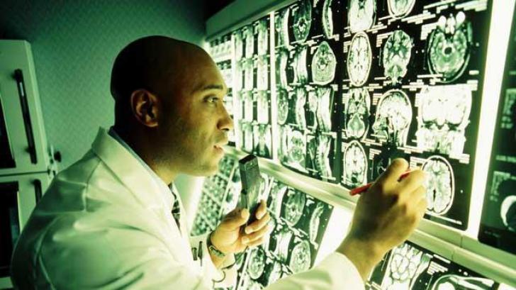 Boala severă a sistemului nervos care răpeşte mersul tinerilor. Care sunt primele semne