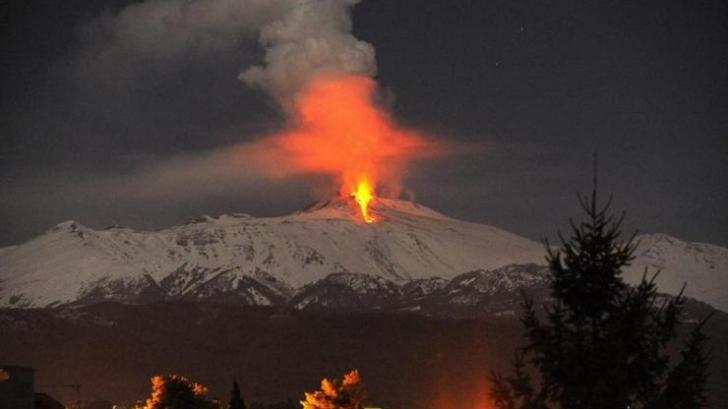 Vulcanul Etna a erupt violent. Cel puțin zece răniți! Primele imagini din infern