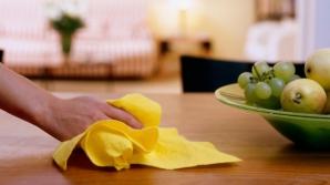 La ce PERICOLE sunt expuşi copiii când cureţi casa cu OŢET