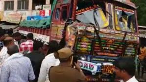 Un camion a intrat în mulțime în timpul unui protest. Cel puțin 20 de morți