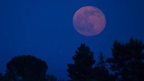 Luna plină în Balanță: 3 zodii învață cea mai grea lecție