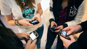Telefoanele mobile, interzise în timpul orelor de curs