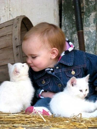 Relația dintre copii și animale de companie, în imagini! Fotografii emoționante