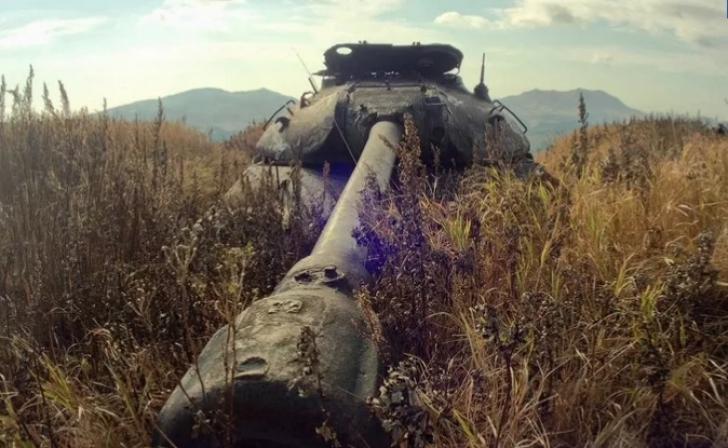 Au găsit TANCURI din război, pe o insulă rusească.S-au apropiat de ele, au ÎNGHEŢAT.Ce mai era acolo