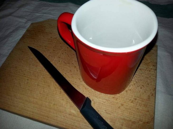 Cea mai SIMPLĂ metodă ca să ASCUŢI cuţitele - ai nevoie doar de o cană de cafea